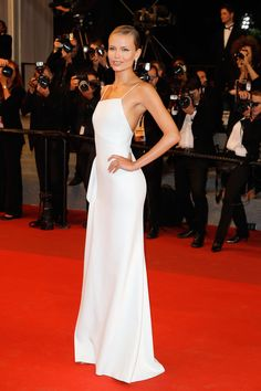 vestido largo en blanco - Natasha Poly de Jason Wu en Cannes 2017