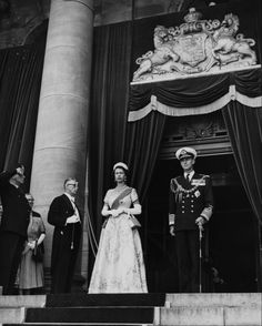 Thea Queen, Royal Monarchy, British Monarchy, Princess Charlotte, Princess Diana, Duke And Duchess, Duchess Of Cambridge, Young Queen Elizabeth, Royal Throne