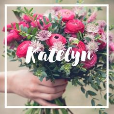 Get this beautiful bouquet recipe card to know how to make this DIY wedding bouquet!