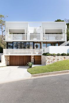 Amaroo house: A stunning new build with a fascinating facade
