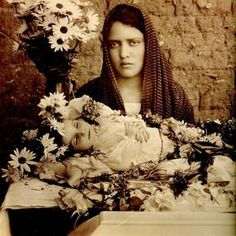 death girl with her mom Vintage Photographs, Vintage Photos, Death Pics, Post Mortem Pictures, Post Mortem Photography, Creepy Photos, Momento Mori, Haunted History, Fantastic Art