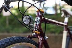 BLUE LUG custom   SPEC *SURLY* straggler (650b) CUSTOM PAINT by COOK Headset:*CHRIS KING*nothread Front wheel:*VELOCITY* atlas rim × *SCHMIDT* Rear wheel:*VELOCITY* atlas rim × *CHRIS KING* R45 disc hub Tire:*SOMA* cazadero (650b) Brake lever:*AVID* Crankset:*SHIMANO* SLX crank FD:*SHIMANO* SLX RD:*SHIMANO* SLX Brake:*AVID* bb-7 Handle:*NITTO* b814 3-piece bar BL special  Stem:*NITTO* ui-2 Seat post:*NITTO* 65 Saddle:*BROOKS* cambium (natural) Grips:*BROOKS*cambium slender grip (natural)…