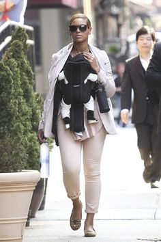 Beyonce Knowles Photos - Beyonce Knowles and daughter Blue Ivy Carter are spotted out and about together in New York City. Beyonce can be seen keeping her daughter close and covered in a Baby Bjorn carrier. - Beyonce Knowles Blue Ivy Carter Out in NYC 5