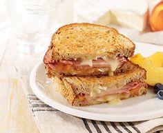 A Peachy Brie Sandwich for Breakfast Brunch Recipes, Soup Recipes, Breakfast Recipes, Cooking Recipes, Brie Sandwich, Grilled Sandwich, Sandwich Ideas, Grilled Ham, Wrap Sandwiches