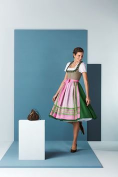 Fresh green and pink spring dirndl Drindl Dress, Octoberfest Party, German Costume, Medieval Dress, Traditional Dresses, Beautiful People, Fashion Outfits, Summer Dresses, Stylish
