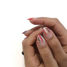 The advantage of the gel is that it allows you to enjoy your French manicure for a long time. There are four different ways to make a French manicure on gel nails. Nails Gelish, Diy Nails, Cute Nails, Nail Manicure, Acryl Nails, Abstract Nail Art, Minimalist Nails, Best Nail Art Designs, Easy Nail Art