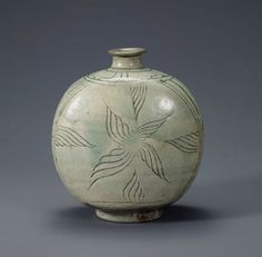 (Korea) Buncheong ware flask-shaped bottle with decoration of a dog. ca century CE. Leeum, Samsung museum of art, Seoul. Glass Ceramic, Ceramic Pottery, Pottery Art, Ceramic Art, Korean Art, Asian Art, Korean Pottery, Moon Jar, Asian Sculptures