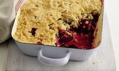 Plum crumble by Mary berry- Daves recipe for crumble topping - for 4 large portions - each of flour, butter, oats, sugar. Cook first separately till its crispy then add to cooked fruit Blackberry Crumble, Fruit Crumble, Crumble Topping, Mary Berry Rhubarb Crumble, Fruit Recipes, Sweet Recipes, Cake Recipes, Dessert Recipes, Recipies