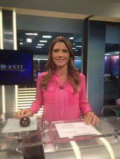 APRESENTADORA PATRICIA ROCHA, DO JORNAL DA MANHÃ DO SBT USA CAMISA DE SEDA MARUI AKAMINE - FEVEREIRO/2014