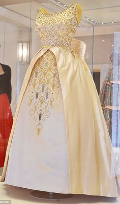 aroyalargentinian:  1963 —> evening gown by Norman Hartnell was worn by the Queen for the opening of the New Zealand parliament, during a...
