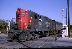 Net Photo: SP 5646 Southern Pacific Railroad EMD at San Antonio, Texas by Bob Krone Location Map, Photo Location, Model Trains Ho Scale, Electric Repair, Choo Choo Train, Railroad Photography, Ho Trains, Rolling Stock, Diesel Locomotive