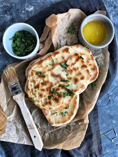 Chlebki Naan z patelni • Pysznie czy przepysznie Naan, Pitta, Bread Rolls, Meal Planning, Recipies, Food And Drink, Vegetarian, Tasty, Meals