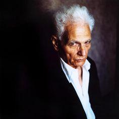 Le philosophe français Jacques Derrida - Cette photographie a été prise le 22 mai 2002, peu après le deuxième tour des présidentielles