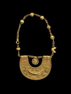 Necklace with amulet of the goddess al-Lat.  Medium: Gold.  Origin: Tamna, Yemen.  Date: probably 1st century.