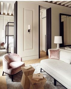 A century Venetian building has been transformed into Palazzo Cristo, a chic serviced apartment project by Paris-based designers Anna… Living Room Lounge, Living Spaces, Luxury Apartments, Luxury Homes, Palazzo, Nude Colors, Yvoire, Apartment Projects, Hotel Decor