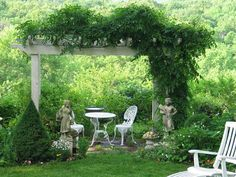 Concord Museum Garden Tour June 1–2 Attendees of this annual event are sure to be inspired to create their own outdoor oases by visiting some of the most beautiful gardens in Concord, Massachusetts. 9 a.m.–4 p.m. $30 Concord Museum members in