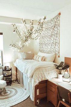 College Bedroom Decor, Boho Dorm Room, Cool Dorm Rooms, Room Ideas Bedroom, Dorms Decor, Lights In Dorm Room, Wood Room Ideas, Dorm Room Beds, Diy Room Ideas