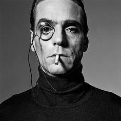 Michel COMTE :: Jeremy Irons with Monocle, London, Peter Lindbergh Peter Lindbergh, Alfred Stieglitz, Cinema Video, Jeremy Irons, Photo Vintage, Ellen Von Unwerth, Looks Black, Celebrity Portraits, Black And White Portraits