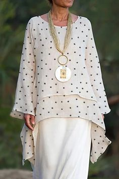 New Year Clothes - Paneled Polka Dots Print Irregular Casual Blouse Look Fashion, Womens Fashion, Trendy Clothes For Women, Stylish Older Women, Maxi Dress With Sleeves, Mode Style, Types Of Sleeves, Blouse Designs, Mantel