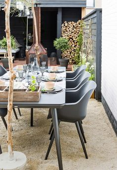 38 Small Terrace Design Projects to Maximize Your Small Space Outdoor Rooms, Outdoor Dining, Outdoor Tables, Outdoor Gardens, Outdoor Furniture Sets, Outdoor Decor, Dining Area, Low Maintenance Backyard, Terrasse Design