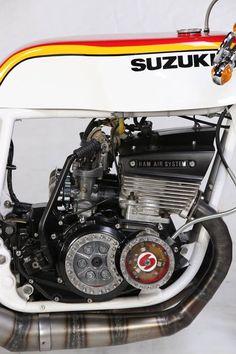 Racing Style! Suzuki GT #CafeRacer by Wil Coopmans. A rodar con esta preciosa #Suzuki de 2 tiempos. Tiene que ser todo un gustazo pilotarla | caferacerpasion.com