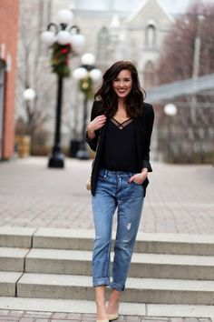 cute top + boyfriend jeans