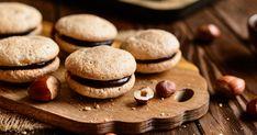 A kekszfélék nagyon népszerűek, nemcsak finomak, hanem ezerféleképpen variálhatóak, tölthetőek. Bacon, Cookies, Desserts, Food, Crack Crackers, Tailgate Desserts, Deserts, Biscuits, Essen