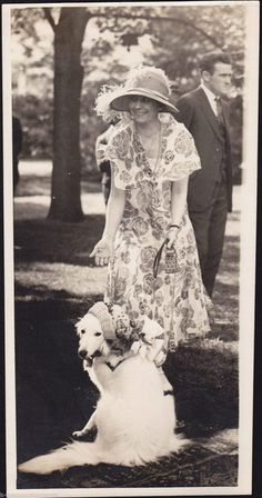 """First Lady Grace Coolidge w/ """"Prudence Prim"""", The Presidential Dog. 1924 News Press Photo"""