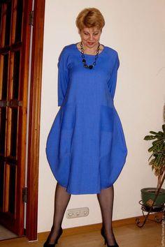 Купить или заказать Платье баллон шерстяное в интернет-магазине на Ярмарке Мастеров. В холодную погода в наших краях стало очень мало солнца яркого голубого неба , и красивых голубых красок, поэтому данное платье восполнит потребность в ослепительно яркой синеве. Шерстяное платье баллон словно специально придумано для зимней погоды! Оно не облегает фигуру, но при этом не создает эффект объемного мешка. Слегка подчеркивает линию груди и создает пышный объем юбки.