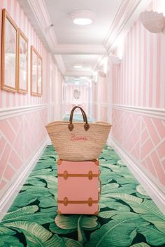 Blush pink wallpaper and tropical palm leaf carpet- the perfect combo? Estilo Miami, Grande Hotel, Palm Springs Style, Estilo Tropical, Beverly Hills Hotel, Gal Meets Glam, Palm Print, Pink Aesthetic, Beach Aesthetic
