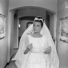 δείτε την τεκμηρίωση Greek Icons, Old Movies, Actors & Actresses, Cinema, Jenny Jenny, Greece, Wedding Dresses, Celebrities, Glam Style