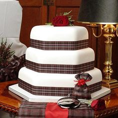 Another tartan wedding cake w/ roses.