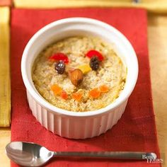 Smiling Baked Oatmeal Topped with a fruit face, this healthy oatmeal casserole is fun for kids to eat. Breakfast Bowls, Breakfast Recipes, Cooking Rolled Oats, Baked Oatmeal, Pancakes And Waffles, Oatmeal Recipes, Food Reviews, Vegetarian Cooking, Kids Meals