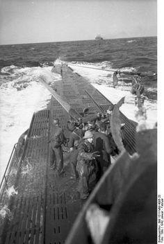 U-123 beim Angriff mit der Bordkanone auf das Schiff Culebra