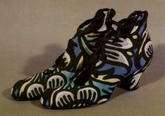 ¤ Wiener Werkstätte, pair of ladies shoes, c. 1914, printed silk fabric, leather.