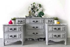 Most recent Pic gray bedroom set Popular - I'm Susan My curtain site Gray Painted Furniture, Nursery Furniture Sets, Painted Bedroom Furniture, Lane Furniture, Furniture Stores Nyc, Wholesale Furniture, Furniture Design, Kitchen Furniture, Furniture Market