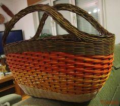 Newspaper Basket, Basket Decoration, Paracord, Basket Weaving, Making Out, Diy And Crafts, Wicker Baskets, Picnic, Outdoor
