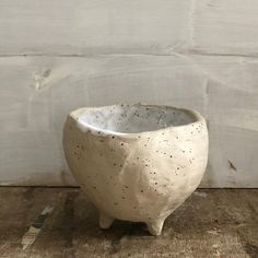 BOWL - hand formed - organic shape - tripod - speckled - pinch pot