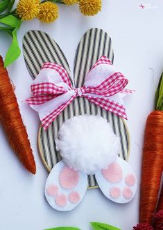 Learn to make an adorable bunny Easter wreath with an embroidery hoop with this clever tutorial. Free templates are provided to make this an easy Easter craft idea to create and enjoy! Easter Projects, Bunny Crafts, Easter Crafts For Kids, Kids Diy, Easter Ideas, Diy Projects, Easter Stuff, Flower Crafts, Hoppy Easter
