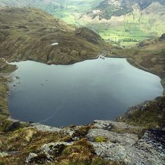 Stickle Tarn from the top of Pavey Arc. Lake District Walks, Holidays With Kids, Cumbria, Great Britain, Artworks, Nature Photography, Beautiful Pictures, Hiking, England