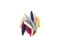 Nuestros hilos de lana, teñidos con pigmentos naturales. Materiales Bi Yuu │Our wool  threads, dyed with natural pigments www.biyuu.mx