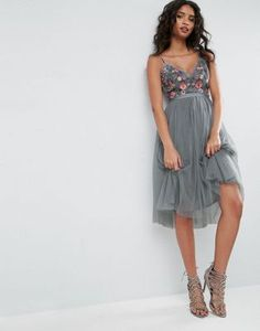 Тюлевое платье миди с вышивкой Needle & Thread