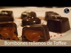 Bombones rellenos de caramelo (toffee) y licor - Tonio Cocina Honey Pie, I Love Chocolate, Chocolate Blanco, Sweets Cake, Biscuit Cookies, Food N, Chocolate Truffles, Toffee, Fudge