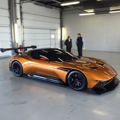 Aston Martin is known around the world as one of the premier luxury car makers. The Aston Martin Vulcan is a track-only supercar Maserati, Ferrari, Sexy Cars, Hot Cars, Bmw 507 Roadster, Mazda, Supercars, Carros Audi, Aston Martin Vulcan