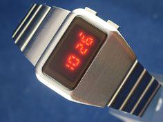 Gents Modern Chunky 1970s Vintage Style Retro Digital LED LCD Watch 12 24 Hour | eBay