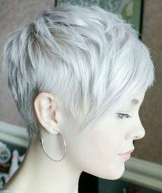 Nedenfor kan du finde de smukkeste sølv & grå korte hår stilarter For efterår. Wow… Hvad er de alle smukke!
