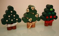 Christmas trees from corks Wine Cork Ornaments, Wine Cork Crafts, Bottle Cap Crafts, Christmas Crafts For Kids, Christmas Time, Merry Christmas, Christmas Ornaments, Theme Noel, Diy Weihnachten