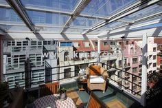 porches acristalados con techos móviles y cortinas de cristal