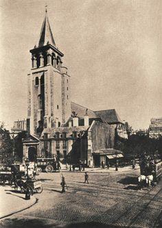 """L'église et la place de Saint-Germain-des-Prés au carrefour du boulevard Saint-Germain, en 1900. Le café """"Les Deux Magots"""" (à gauche hors image) est ouvert depuis 15 ans..."""