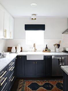 modern navy & white kitchen - LOVE everything about this kitchen!